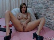 Romanian MILF fingering her pussy