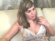 Sexy camgirl Yummy_Ariel fucking her tight pussy